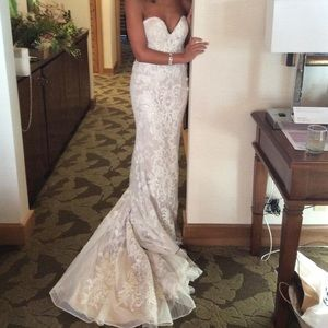 Ivory sweetheart lace wedding gown